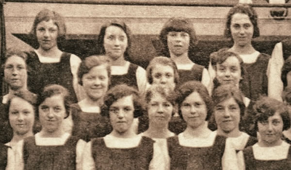 Girls senior school 1920s